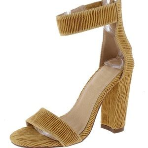 Shoes - 🆕Mustard/Tan/Khaki-ish Ankle Strap Crinkle Sandal
